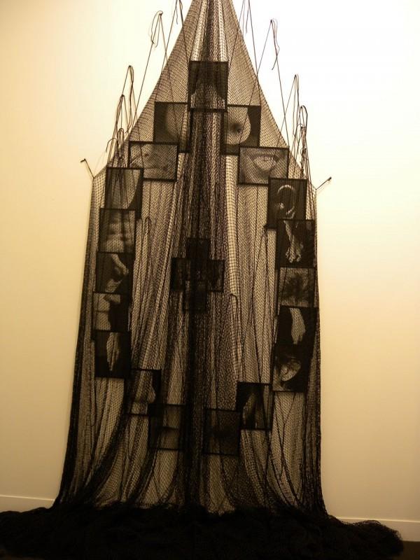 """Annette Messager """"Mes voeux sous filet"""", 1997"""